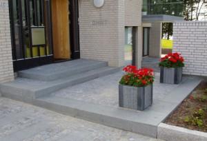 Design og implementering af belægninger i haver og uderum. Ring 2172 4462