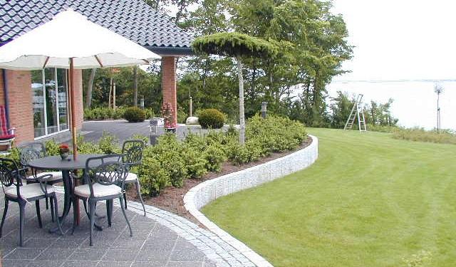 Havedesign ved Haderslev med granitkantsten